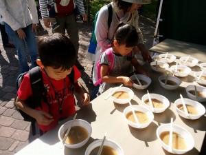 円山動物園できのこ汁を配布しました~