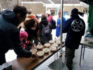 寒い冬の日に外で食べる豚汁 ~円山動物園・モエレ山そり大会~
